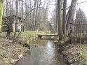 A poslední stavení v Týništi nad Orlicí, ještě že tu vodáků projíždí jenom na prstech jedné ruky během století